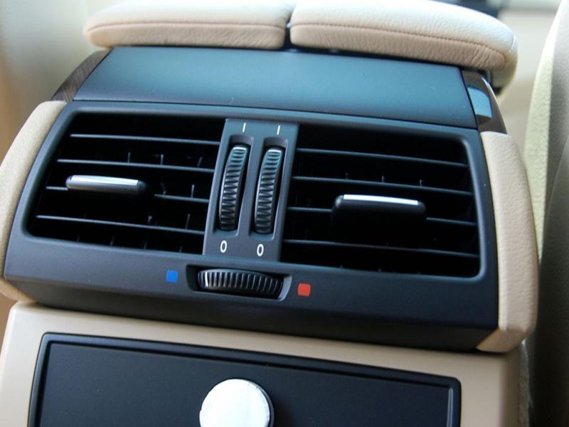 白色宝马x6 09款 xdrive35i空调出风口