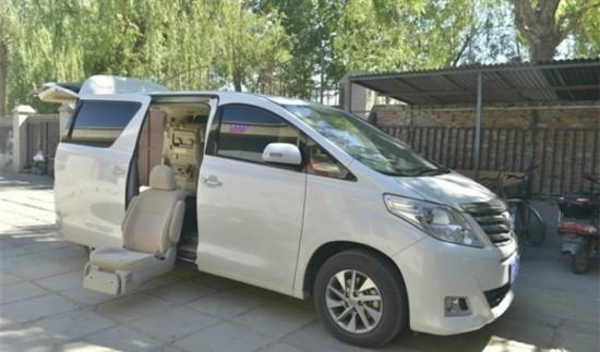 残疾人汽车座椅改装 汽车改装侧方电动座椅高清图片