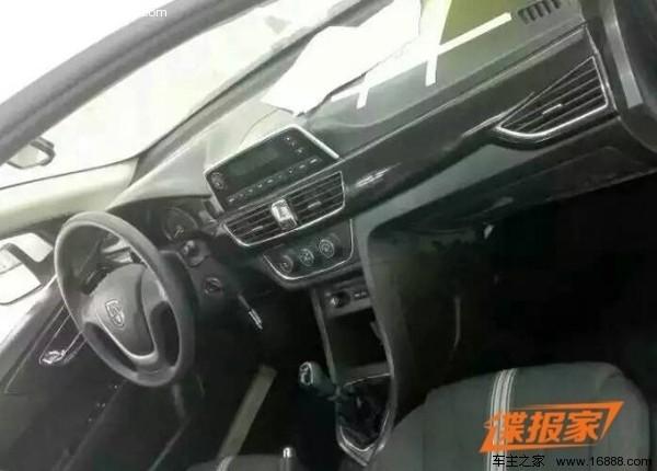 曝新款宝骏730路试谍照 内饰变化大高清图片