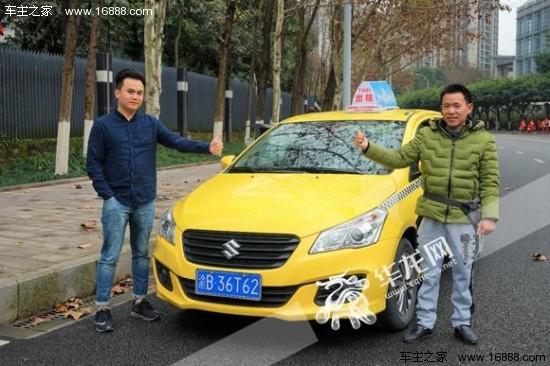 易兴奎与乘客杨先生为启悦出租车点赞图片